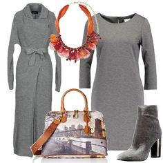 Un vestito aderente in maglina e un capotto in maglia con cintura da annodare in vita, entrambe grigi vengono indossati con un paio di stivaletti con tacco largo in contrasto di colore. La borsa ha una bellissima stampa , mentre la collana ha pendenti di più colori.