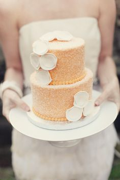country chick modern peach cake / Cake: One Girl Cakes by Fransina / Photo: Maggie Harkov