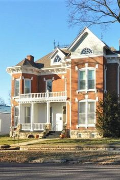 1883 Victorian In Boonville Missouri — Captivating Houses House With Porch, My House, Farm House, Boonville Missouri, Old Houses For Sale, Old Mansions, Modern Mansion, Castle House, Industrial House