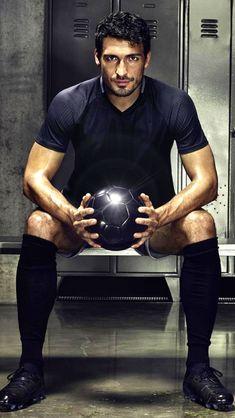 Mats Hummels, Sport Man, Soccer Cleats, Cute Guys, Celebrities, Fictional Characters, Human Poses, Sports, Bavaria
