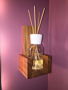 Wandhänger aus Ulmenholz für Duftflasche