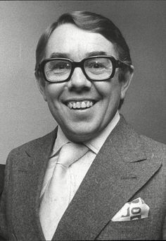 The Two Ronnies, Ronnie Corbett, Ronnie Barker, Comedy Actors, British Comedy, Look Here, Stand Up Comedians, Television Program, Famous People