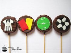 Mila Loss - Doces Decorados: Pirulitos de Alfajor - Tema Futebol Soccer Theme, Football Themes, Soccer Party, 13th Birthday, First Birthday Parties, First Birthdays, Birthday Ideas, Barcelona Party, Football Cookies