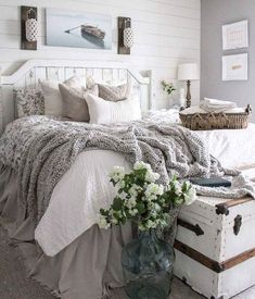 A little bedroom refresh using old items from around the house 🤗😍 . A little bedroom refresh using old items from around the house 🤗😍 . Hilde Shabbytante Shabby Chic ❤️❤️❤️ A little bedroom refresh using old items from around the house 🤗😍 . Modern Chic Bedrooms, Stylish Bedroom, Beautiful Bedrooms, Country Style Bedrooms, Country Living, Country Bedrooms, Southern Living, Home Interior, Interior Design
