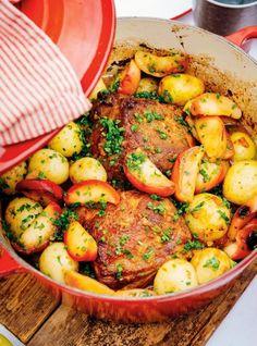 Ricardo& recipe: Braised Pork Roast with Apples Pork Roast With Apples, Cooked Apples, Pork Ham, Pork Ribs, Pork Recipes, Cooking Recipes, Healthy Recipes, Recipies, Crown Roast Recipe