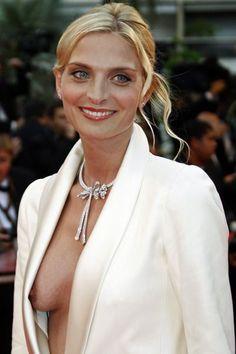 Insolite au Festival de Cannes: Sarah Marshall montre son sein en 2008