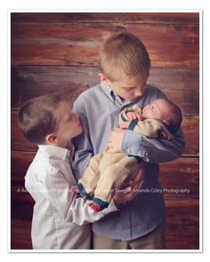 Brothers - Siblings with newborn.