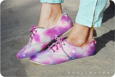 DIY: tie dye galaxy shoes