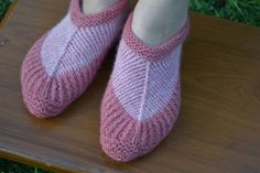 Vermilion Red and Salmon Pink Naturally Dyed Hand-knitted Angora Wool Soft Booties Slippers  Hand-spun German angora and fine Australian merino wool 50/50 Color : vermillion red and salmon pink Dye : lac and logwood Size : small Weight : about 70 grams  Quality : thick, soft and very, very warm, they are also quite elastic... 34.95 USD