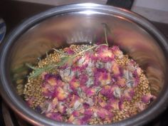 A new recipe for flax seed gel that takes moisturizing, hair definition, sheen and hair growth capabilities to the next level. Try my recipe for Rosemary and Rosewater Flax Seed Gel - easy to make at home. See the web page for results.