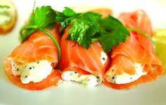 Involtini di salmone e robiola aromatizzata. Ricetta ideale come antipasto per Natale