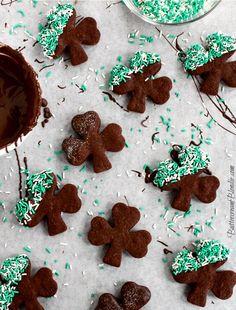 Baileys Salted Caramel Chocolate Shamrocks | ButtercreamBlondie.com #SaintPatricksDay