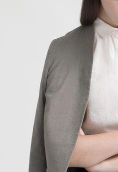 Women's Long Linen Blazer and Sleeveless Pocket Shirt | Ouur
