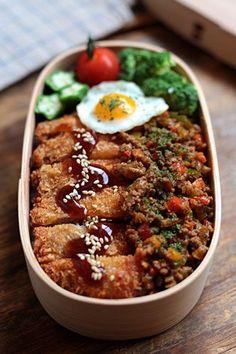 japanese food, sushi, sashimi, japanese sweets, for japan lovers Japanese Food, Japanese Lunch Box, Japanese Sweets, Bento Recipes, Healthy Recipes, Bento Box Lunch, Aesthetic Food, I Love Food, Food Dishes