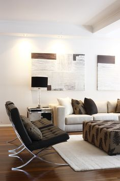 The color brown relates to quality in everything - a comfortable home, the best food and drink and loyal companionship. It is a color of physical comfort, simplicity and quality.