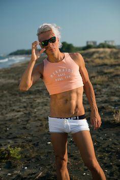 Guy croptop #croptop #rufskin #guycroptop #shorts #orangecroptop #rayban #bershka #pump #pumpunderwear #pump! #jockstrap #jock #whiteshorts #orangecroptop #6pack #sixpack