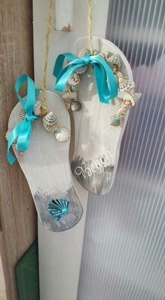 Ideas bathroom art nautical diy projects for 2019 Seashell Art, Seashell Crafts, Seashell Garland, Driftwood Crafts, Flip Flop Craft, Flip Flop Wreaths, Summer Deco, Sea Crafts, Coastal Christmas