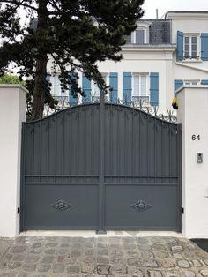 Front Gates, Entrance Gates, House Entrance, Front Entry, Gate Designs Modern, Modern Design, Front Gate Design, Outdoor Doors, Gate House