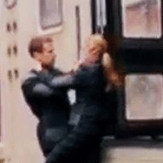 Is this a real ~Sheo~ kiss????<-- OH.MY.GOD! This wasn't in the deleted scenes and that didn't show up in the movie! Plus: The train isn't moving whitch means the're not filming the scene!