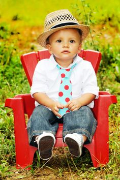 Kid photography ideas. Kid hats and kid chairs.
