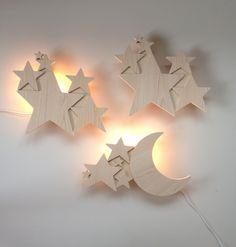 Lampe Etoiles et Lune en Frêne. Copyright Crème anglaise.