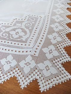 Vintage crocheted tablecloth with embroidery #vintage #etsy