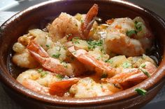 Gambas al ajillo - アヒージョ - Wikipedia Tapas Recipes, Fish Recipes, Seafood Recipes, Italian Recipes, Cooking Recipes, Spanish Cuisine, Spanish Dishes, Spanish Food, Spanish Recipes