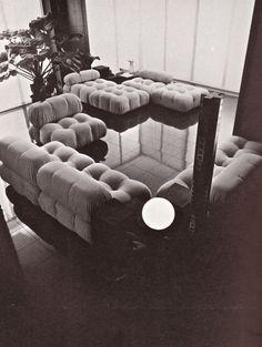 A historical view of Camaleonda, a 1970s sofa by Mario Bellini for C&B Italia. #mariobellini #sofa #camaleonda #madeinitaly #italiandesign #cebitalia #designgallery #breradesigndistrict #milan  #erastudioapartmentgallery #vintage #seventies #interior #bw #ambience