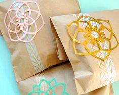 Simple DIY gift packaging using washi tape {Washi Tape Crafts} #giftwrap #diy #washitape