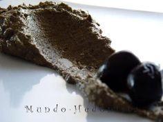 La Tapenade es una pasta de olivas tipicamente provencal que se consume generalmente como aperitivo, untando en tostadas, y en otras ocasiones suele ser acompañamiento de carnes. - Receta Aperitivo : Tapenade, paté de aceitunas negras por Mandarina