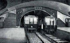 Línea 1 de Metro de Madrid. (17 de enero de 1929): Primeros años de funcionamiento de la línea 1. Dos trenes se cruzan en la estación de Progreso, actual Tirso de Molina.  Fotomontaje promocional previo a la inauguración.