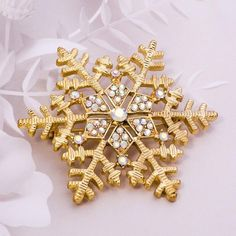 The perfect blend of chic glamor and classic elegance, this stunning snowflake brooch pin is positively breathtaking. Glittering round Cubic Zirconia stones of various sizes adorn this snowflake brooch to give it an intriguing look. Choose between gold and silver colour to compliment your outfit in a best way! Gold Brooches, Body Jewellery, Nose Stud, Classic Elegance, Bracelet Patterns, Silver Color, Brooch Pin, Snowflakes, Christmas Gifts