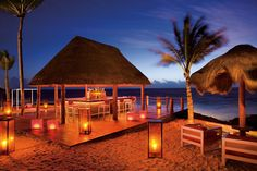 Dreams PUerto Aventuras - Stop by the beachside Barracuda Bar for a unlimited premium cocktail.