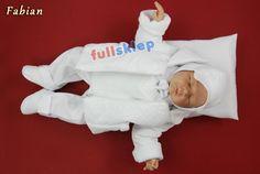 Całe białe ubranko dla chłopca na chrzest. Idealny i praktyczny prezent od chrzestnej.