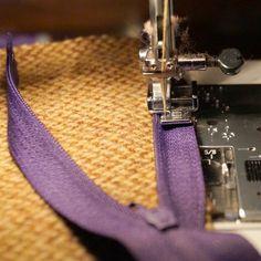 jak ušít povlak na polštářek - skrytý zip Couture, Teak, Sewing, Knitting, Accessories, Zip, Crafts, Party Crop Tops, Scrappy Quilts