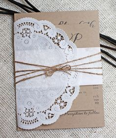 Shabby Chic Lace Wedding Invitation Rustic por LoveofCreating