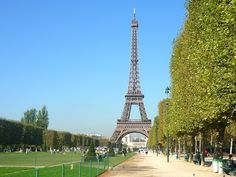 The Eiffel Tower from the Champs-de-Mars © French Moments