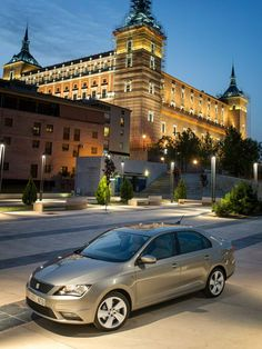 Sportlich und elegant. Der neue SEAT Toledo. Kraftstoffverbrauch: kombiniert: 6,1-4,0 l/100 km; CO2-Emission, kombiniert: 137-106 g/km; CO2-Effizienzklasse: A-D. http://www.seat.de/content/de/brand/de/pkw-envkv/verbrauch---emissionen.html