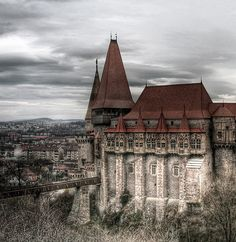 Abandoned Corvin Castle, Hunedoara, Transylvania - Vlad the Impaler was imprisoned here for 7 years, supposed to be extremely haunted Abandoned Castles, Abandoned Mansions, Abandoned Places, Haunted Castles, Beautiful Castles, Beautiful Buildings, Beautiful Places, Places Around The World, Oh The Places You'll Go