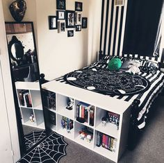 Dark Home Decor, Goth Home Decor, Gothic Room, Gothic House, Grunge Room, Dream Rooms, New Room, Girl Room, Bedroom Decor