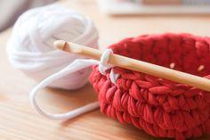 cesta de crochê com malha
