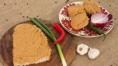 Falusi tepertőkrém a nagyi receptje szerint   Sokszínű vidék My Recipes, Hummus, Deserts, Food And Drink, Bread, Ethnic Recipes, Liquor, Dessert, Breads