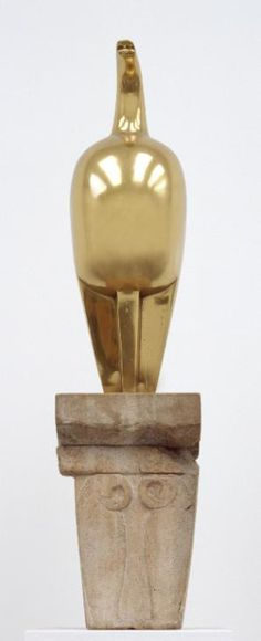 Constantin Brancusi Maiastra, 1911 Bronze on limestone base Tate Brancusi Sculpture, Art Sculpture, Modern Sculpture, Constantin Brancusi, Tate Gallery, Amedeo Modigliani, Plastic Art, Action Painting, Art Images