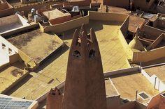 YannArthusBertrand2.org - Fond d écran gratuit à télécharger || Download free wallpaper - Minaret de Ghardaïa, Algérie (32°29' N - 3°40' E). Islamic Society, Cairo, Photos, Architecture, Wallpaper, Indian Art, Landscapes, Free, Colours