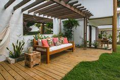 Confira! Pergola, Outdoor Structures, Patio, Outdoor Decor, Home Decor, Brazil Travel, Brunette Girl, Houses, Terrace