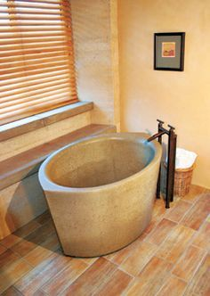 Japanese soaking tub 4 - New Ideas Japanese Bath, Tub, Japanese Soaking Tubs, Tiny Bath, Tub Shower Combo, Shower Tub, Stone Tub, Tiny Living, Bathroom