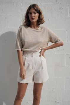 The perfect complement to the Koa Blazer, our Ranger Shorts feature a smooth, fitted high. Source by sarahmorrillphoto shorts outfit Khaki Shorts Outfit, Modest Shorts, Shorts Outfits Women, Fashion Shorts, Pleated Shorts, Outfits With White Shorts, White Short Outfits, Emo Fashion, White Shorts Outfit Summer