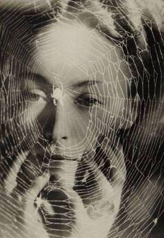 """""""Necesito construir un halo de misterio en torno a mí, porque todavía soy demasiado conocida como la mujer de Pablo""""."""