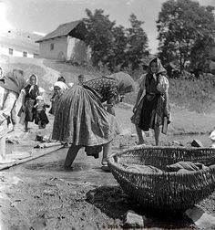 Old Pictures, Old Photos, Vintage Baskets, Folk Dance, Central Europe, Historical Photos, Old And New, Hungary, Roots