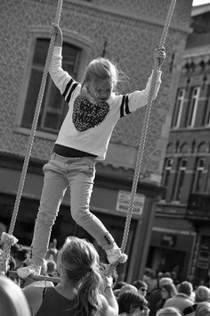 https://flic.kr/p/C5QfmC | BoulevArt Dendermonde 2015 - Acrobacy for beginners - 5 | Pictures taken by Björn Roose: streetphotography.